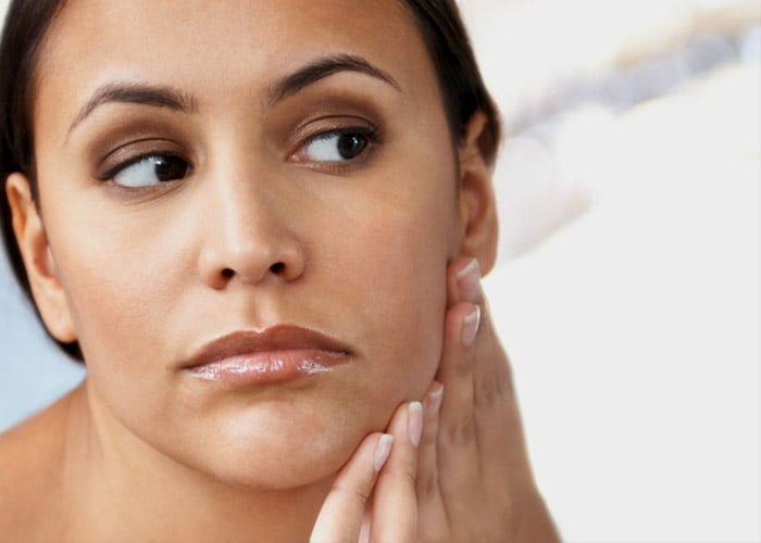 O que tira cera de depilação da pele